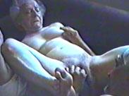 Oma ist uralt aber immer noch geil auf Sex