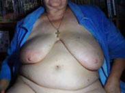 Alte, fette Oma zeigt ihre versiffte Fotze