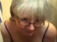 Oma ist mächtig fett und unförmig