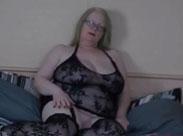 Amateur Oma in heissen Dessous dreht einen Porno
