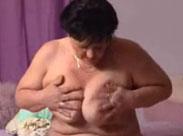Oma masturbiert zum ersten Mal vor der Kamera