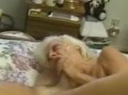 Oma wild und richtig hart durchgefickt