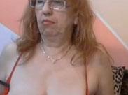 Alte Frau mit rasierter Muschi macht Webcamsex