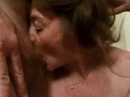 Junge Männer ficken Oma im Gruppensex Porno
