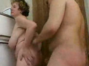 Alte Frau mit langen Hängetitten geil gefickt