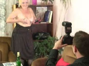 Oma will Nacktfotos machen lassen