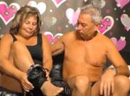 Opi fickt seine dicke Omi vor der Porno Kamera