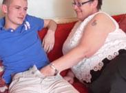 Extrem fette Oma ficken mit jungen Männern