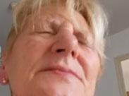 Alte fette Frau kommt zum Orgasmus