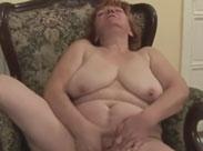 Fette Omma auf der Couch gefickt