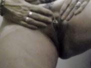 Alte gepiercte Fotze im Amateur Porno