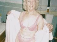 Alte Fotze lässt Nacktfotos von sich machen