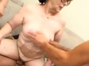 Verbrauchte alte Fotze im Gruppensex Porno