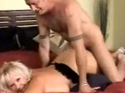 Oma liebt Sex von hinten vor der Kamera