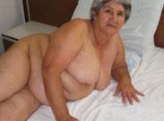 Richtig alte Oma Titten ganz nah vor der Kamera