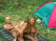 Oma auf dem Campingplatz gefickt