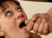 Omas lieben Sperma im Gesicht