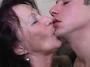 Oma kann verdammt gut küssen