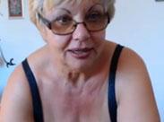 Der Oma beim Webcamsex zusehen