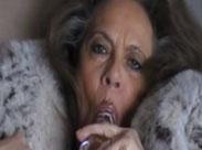 Die alte Frau und ihr Dildo