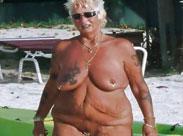 Nackte Omas am Strand