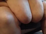Oma hat extrem grosse und fette Titten