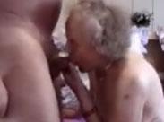 Oma ist 90 und braucht immer noch Sex