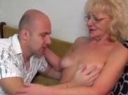 Alte Schabracke im Oma Porno gefickt