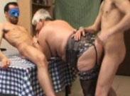 Zu zweit eine geile 80 jährige Oma gefickt