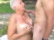 Oma hat sich extra die Fotze rasiert