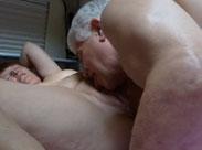 Opa fickt seine Oma im Wohnwagen