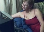 Omas erstes Mal vor der Webcam