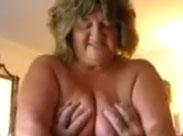 Omi bekommt gern die Titten geknetet beim Sex