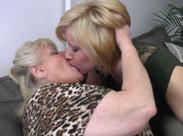 50 Jährige leckt Oma die Fotze