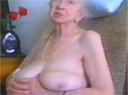 Oma im geilen Höschen