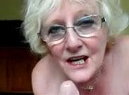 Oma nimmt gerne Opas Schwanz in den Mund