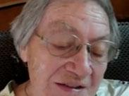 Oma bekommt eine Spermadusche