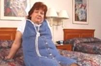 Oma ist geil auf harten Analsex