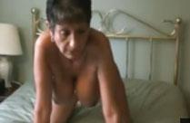 Oma sitzt gern mal nackt auf Opas Gesicht