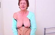 Oma möchte euch ihren neuen Dildo zeigen