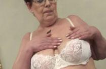 Oma ist dick und fett
