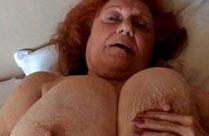 Oma ist fett und hat megagrosse Titten