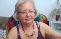 Oma vor der Webcam im Amateur Porno