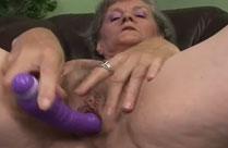 Oma geht voll ab in diesem Grannyporno