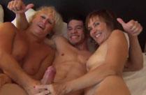 Oma dreht Pornos mit ihrer Freundin
