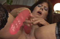Grosser Dildo in Oma