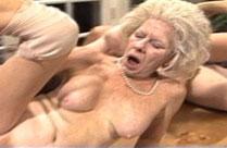 Kleinbrüstige Oma