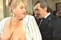 Uralter Oma Porno mit sexgeiler Kellnerin
