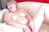 Grossmutter macht Webcamsex mit Dildo