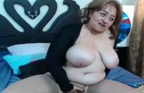 Dreckige Oma vor der Webcam